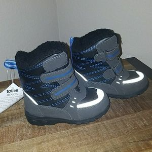 NWT Totes kids size 8 snow boots